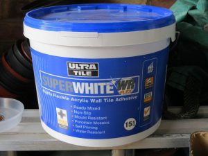 SuperWhite WR Flex: Brilliant White Flexible Wall Tile Adhesive product shot